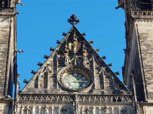Giebel der Westfassade mit Madonna Mauritius und Katharina