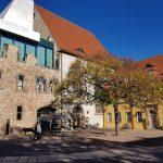 Moritz Kunst Cafe und St.-Maria-Magdalena